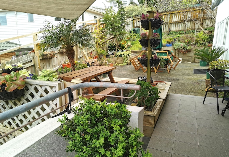 Lush & Co Auckland Bed & Breakfast, Henderson, Patio