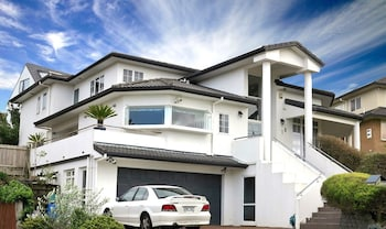 Picture of Lush & Co Auckland Bed & Breakfast in Henderson