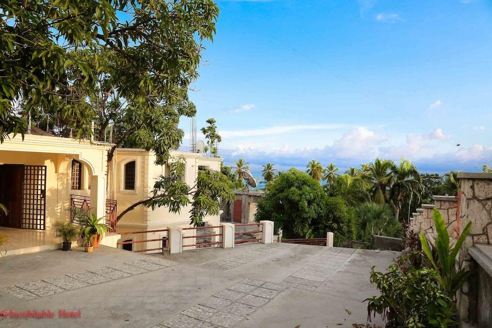 book hotel inoubliable in jacmel. Black Bedroom Furniture Sets. Home Design Ideas