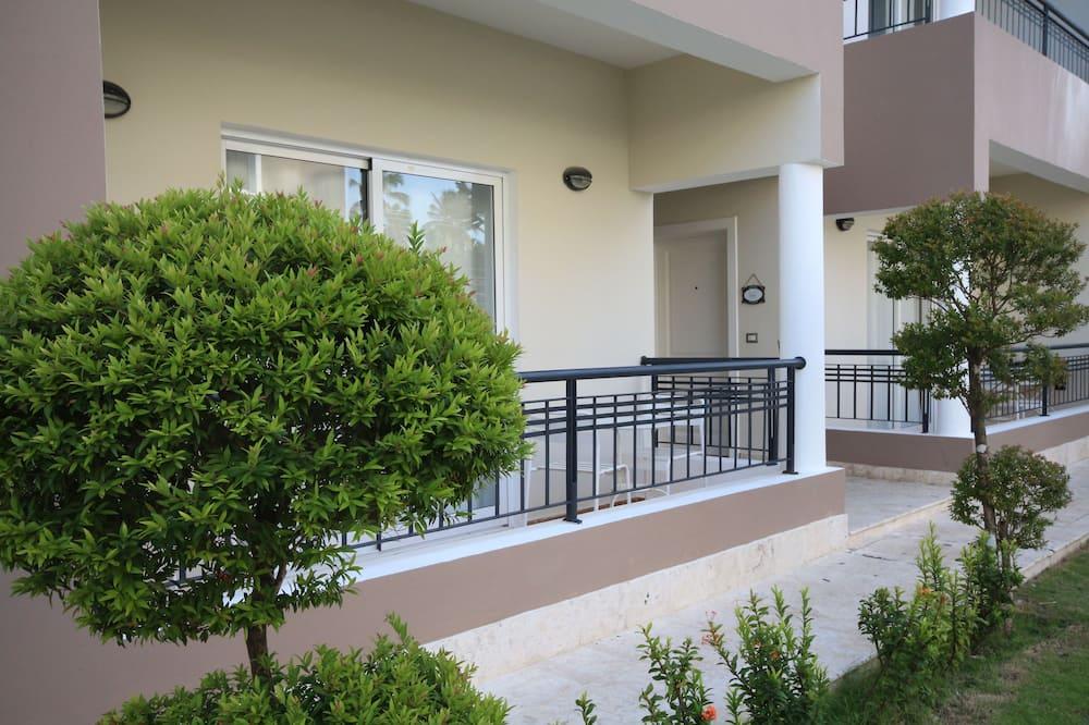 Two Bedroom Apartment - Balcón