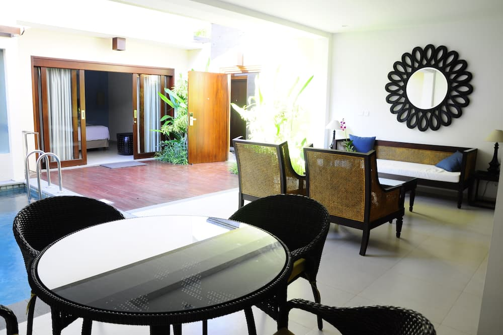 Family Suite - In-Room Dining