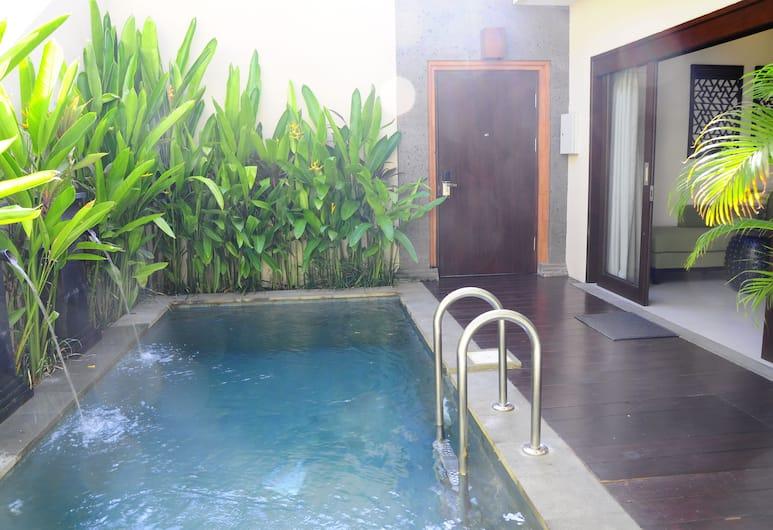 Puri Mesari Suites, Denpasar, Kolam Renang Luar Ruangan