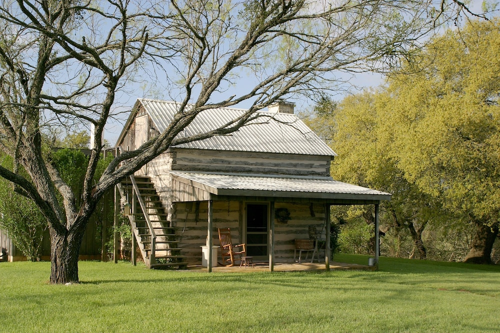 tx and bed on haus the inn reviews breakfast canyon log hoffman fredericksburg walnut cabins creek