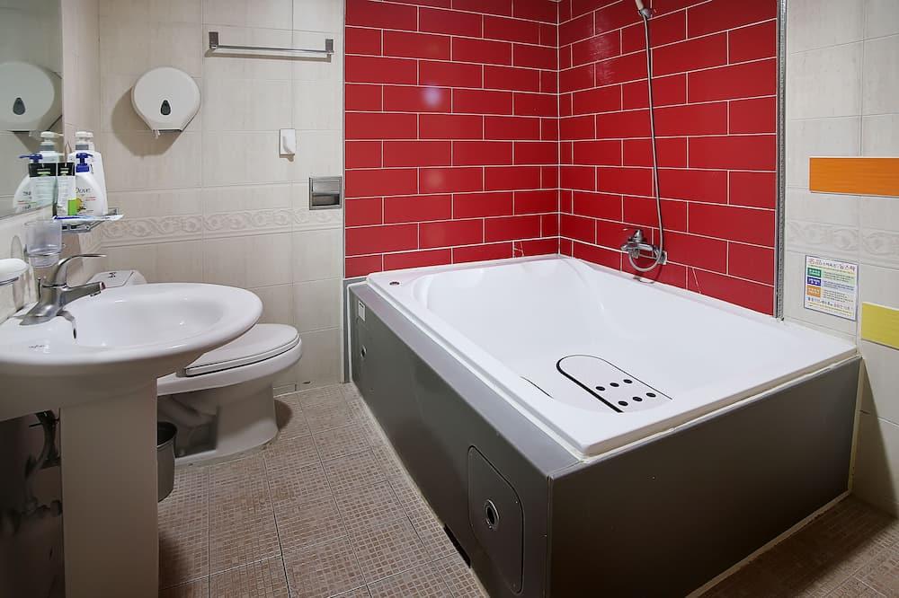 Royal Suite (Deluxe Room) - Bathroom