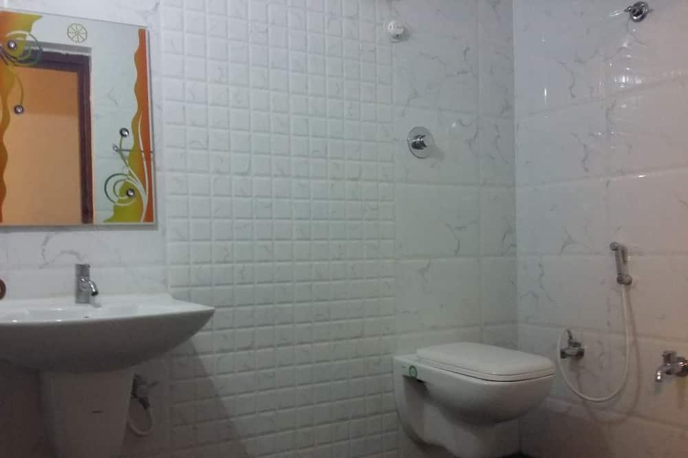 Prabangaus stiliaus trivietis kambarys - Vonios kambarys