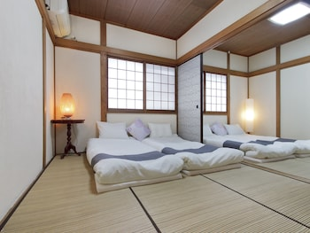 Book this 5 star hotel in Suita