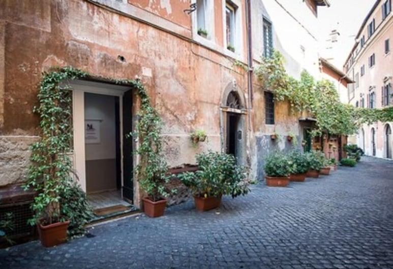 NL Trastevere, Roma, Hotellets front