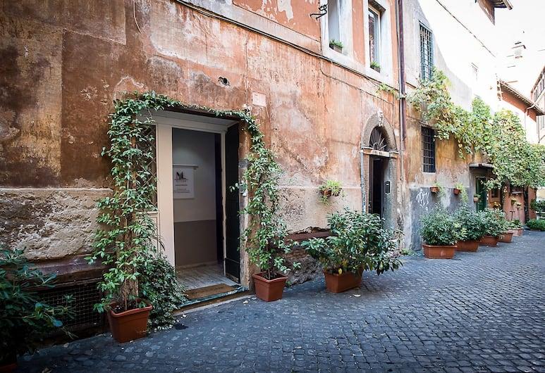 NL Trastevere, Rom, Hotellets facade