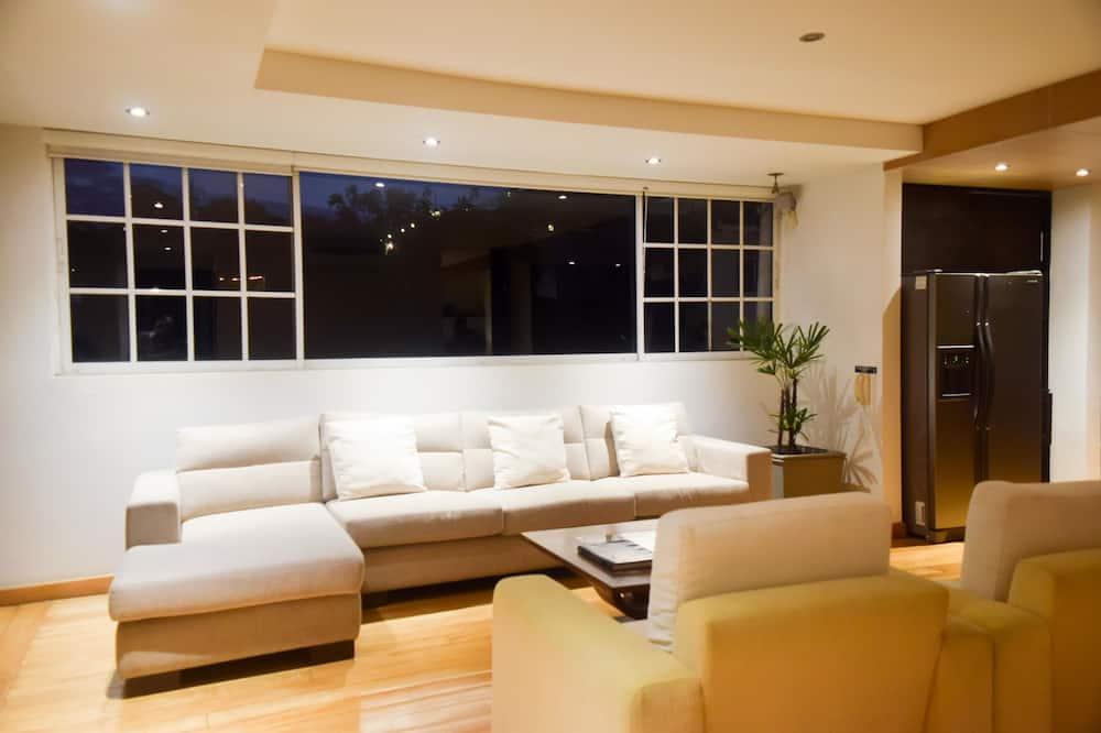 Apartmá typu Deluxe, dvojlůžko (200 cm) a rozkládací pohovka, vířivka - Pokoj