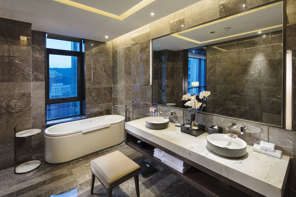 Улучшенный люкс (Hualuxe) - Ванная комната