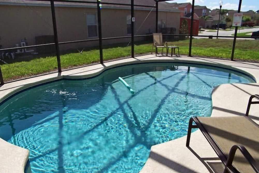 منزل عائلي - ٤ غرف نوم - حمّام سباحة داخلي