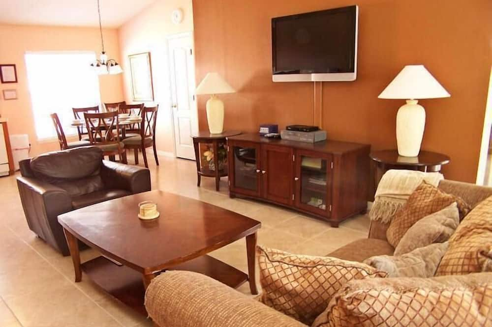 منزل عائلي - ٤ غرف نوم - منطقة المعيشة