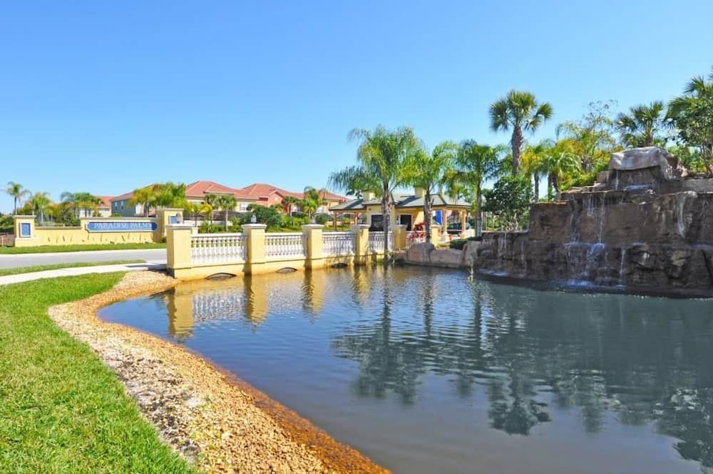 Family Townhome, 4 Bedrooms - Natural Pool