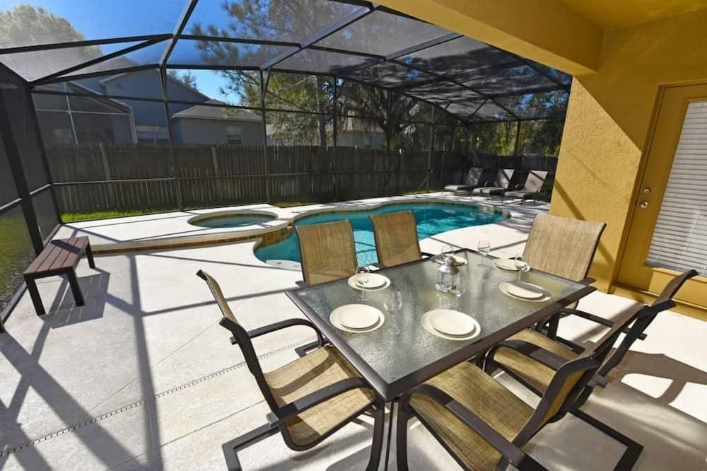 Family House, 6 Bedrooms - Balcony