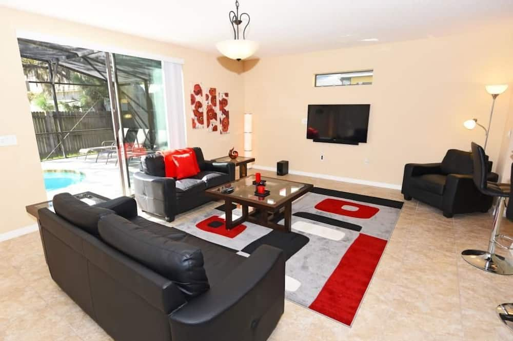 Family House, 6 Bedrooms - Living Area