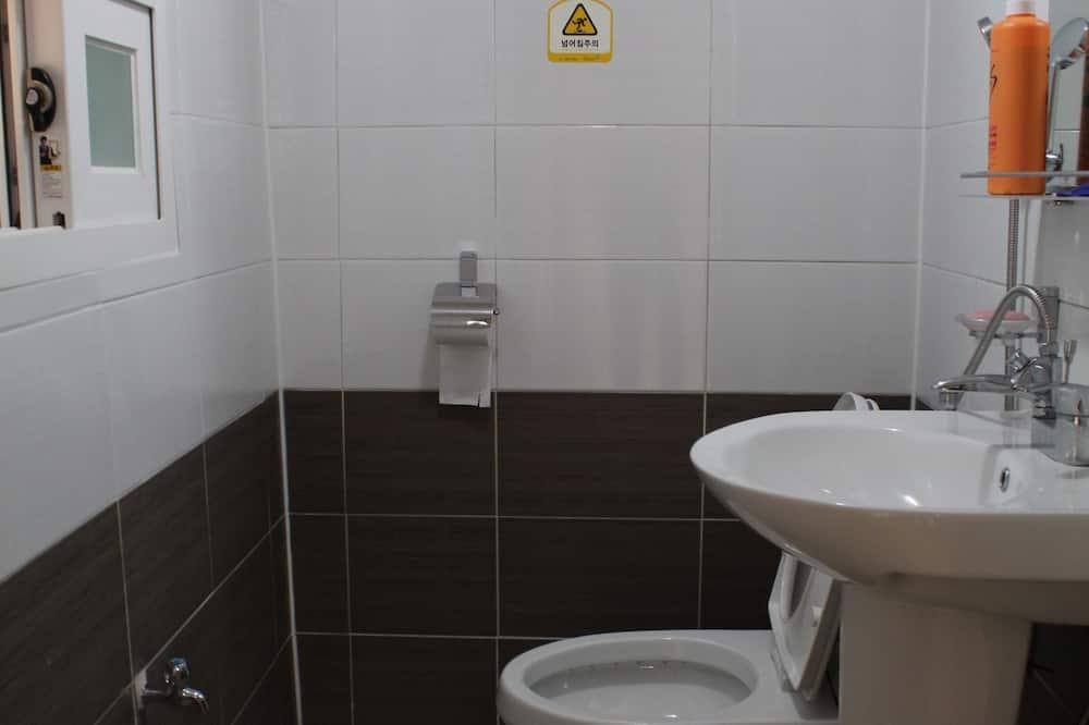 Room (Sarang-bang 1) - Bathroom