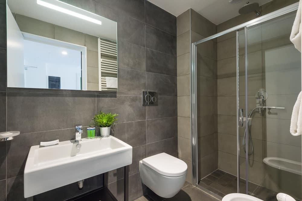 Izba, spojené izby (4 people) - Kúpeľňa