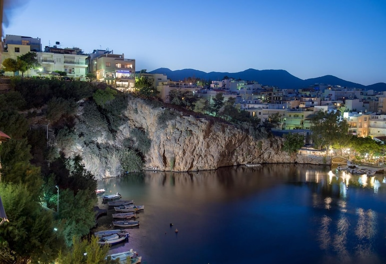 Emerald Lake Studios, Agios Nikolaos, Ežeras