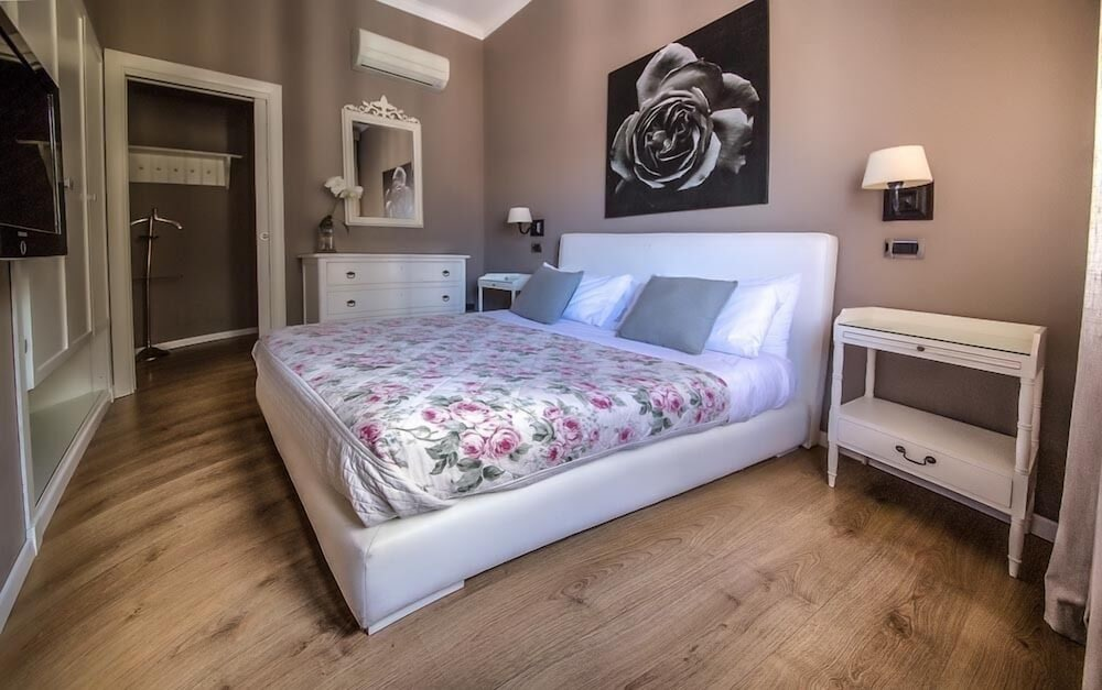 Book Maxim bed and breakfast Suite Rooms in Palermo | Hotels.com