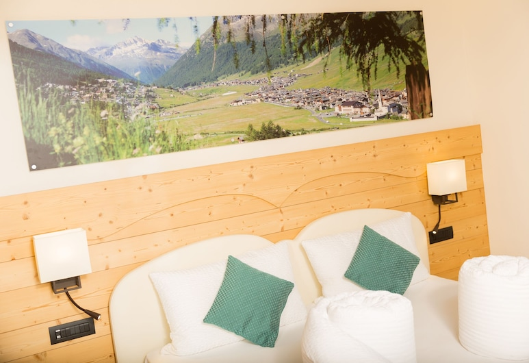 Green Rose B&B EcoHotel, Livigno, Double Room (Blue), Guest Room