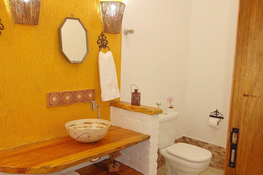Standard Chalet - Bathroom