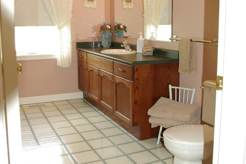 Tiffany, 2 Bedrooms + 2 Bathrooms - Bathroom