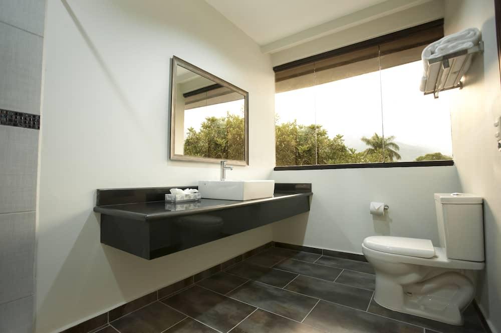 Standard Room, 2 Double Beds - Bathroom