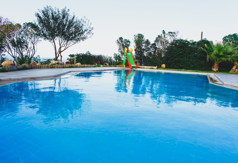 Wild Pear Villa, Malevizi, Pool