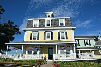 Picture of Harbor House Inn in Boothbay Harbor