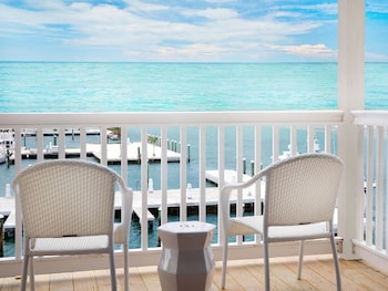 Choose This Mid-Range Hotel in Key West
