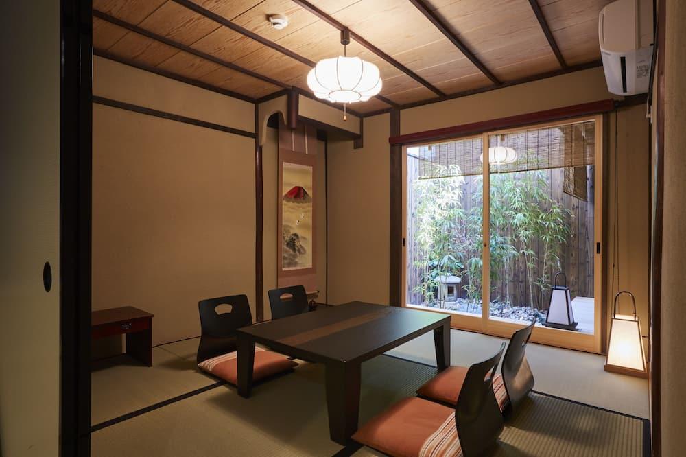Traditional-Haus (Japanese Style) - Essbereich im Zimmer