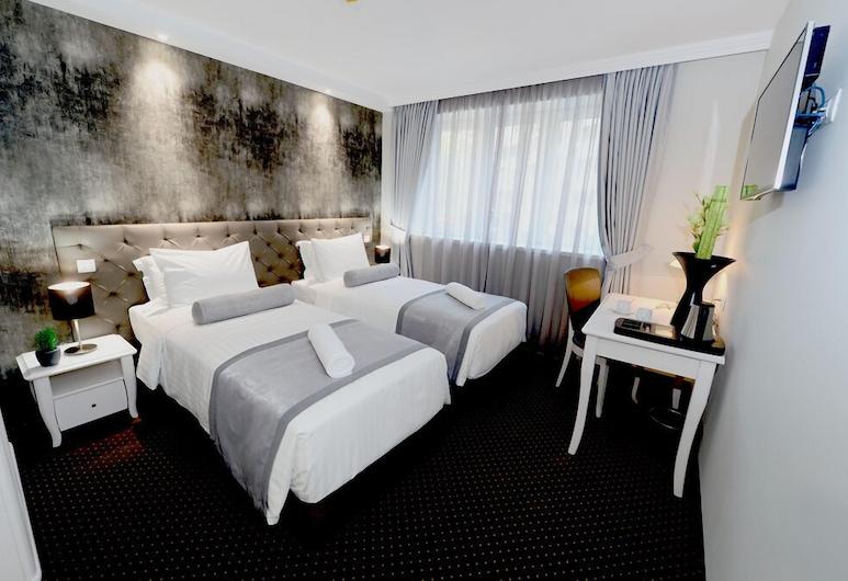 Hotel Alexandar Square Boutique, Skopje, Comfort Double Room, Balcony, Guest Room