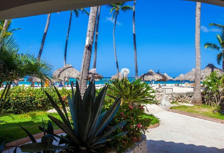 Los Corales Beach Village, Punta Cana, Los Corales Moonstar Presidential Suite, Blick auf den Garten