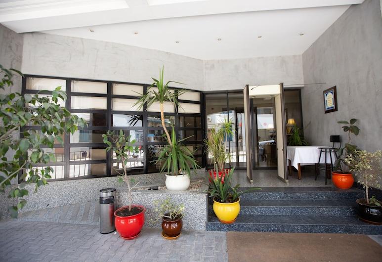 Hôtel Le Consul, Tunis, Vchod do hotelu