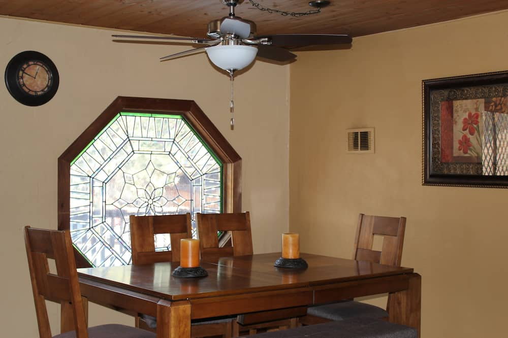 House, 2 Bedrooms, Hot Tub - In-Room Dining
