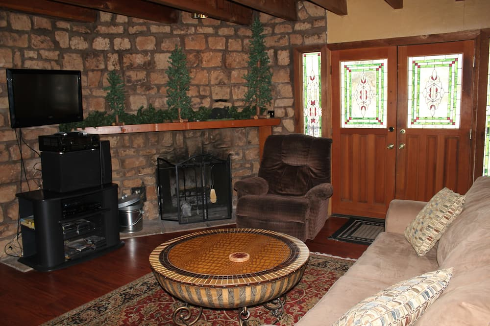 House, 2 Bedrooms, Hot Tub - Living Room