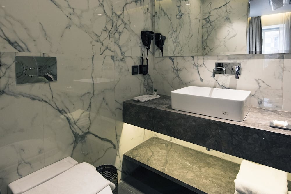 Service Apartment - Bathroom