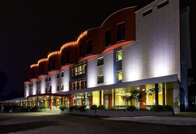BV President Hotel, Rende, Hotel Front – Evening/Night