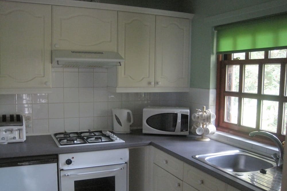 Cottage, 3 Bedrooms, 2 Bathrooms (2 doubles + 1 bunk bed) - In-Room Dining