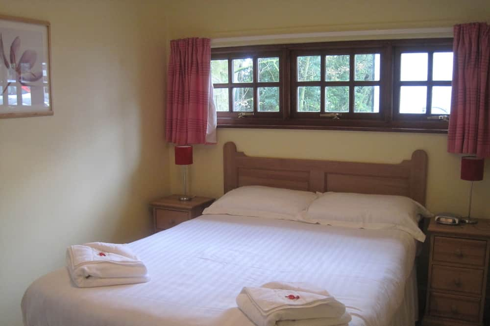 Cottage, 3 Bedrooms, 2 Bathrooms (2 doubles + 1 bunk bed) - Living Area