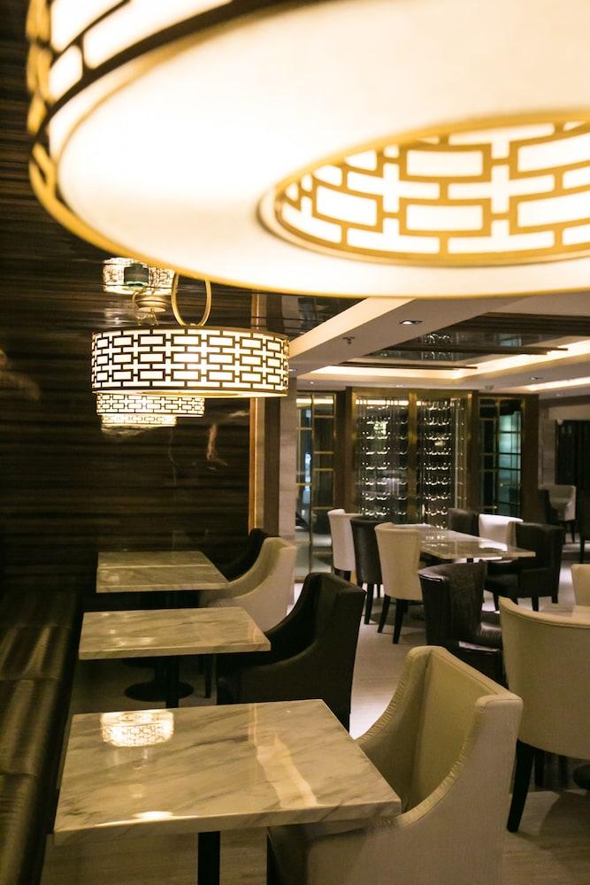 The Berkeley Hotel Pratunam in Bangkok - Room Deals