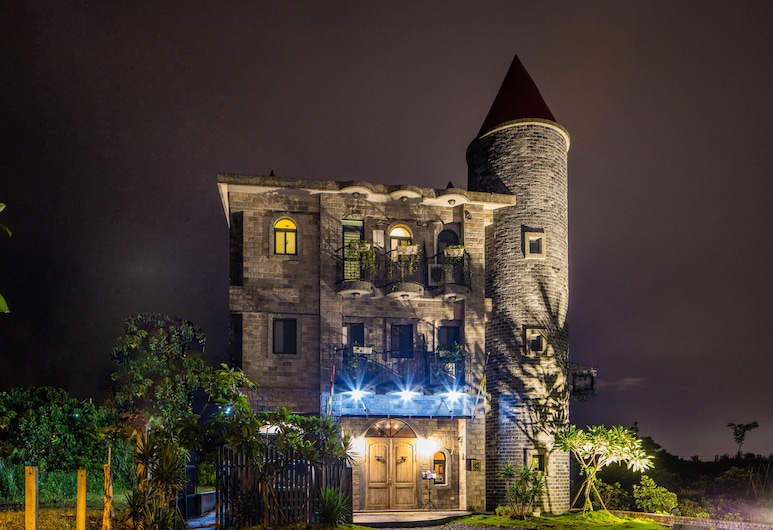 Zum Adler Castle B&B, Jiaoxi, Hotel Front – Evening/Night