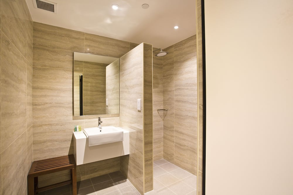 Nap Suite with Shower - Arrival Time Between 7 PM To 7 AM (6 Hours Usage) - Bathroom