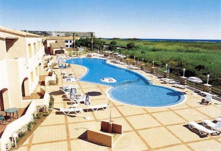 Hotel Arenas de Son Bou, الايور