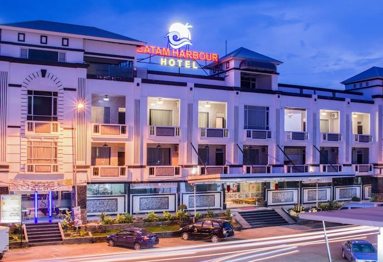 Batam Harbour Boutique Hotel & Spa, Batam, Hotel Front – Evening/Night
