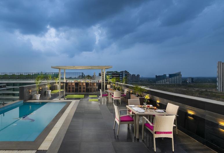 Sandal Suites Op. by Lemon Tree Hotels, Noida, Terrasse/Patio