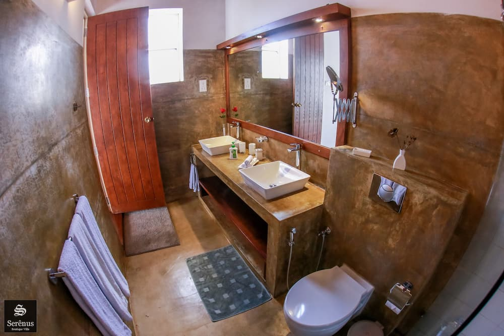 Трехместный номер «Делюкс», вид на озеро - Ванная комната