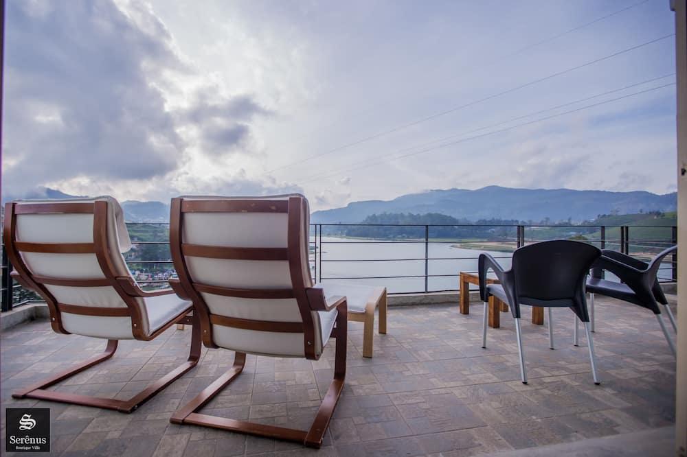 Трехместный номер «Делюкс», вид на озеро - Балкон