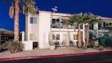 Choose This Mid-Range Hotel in Phoenix