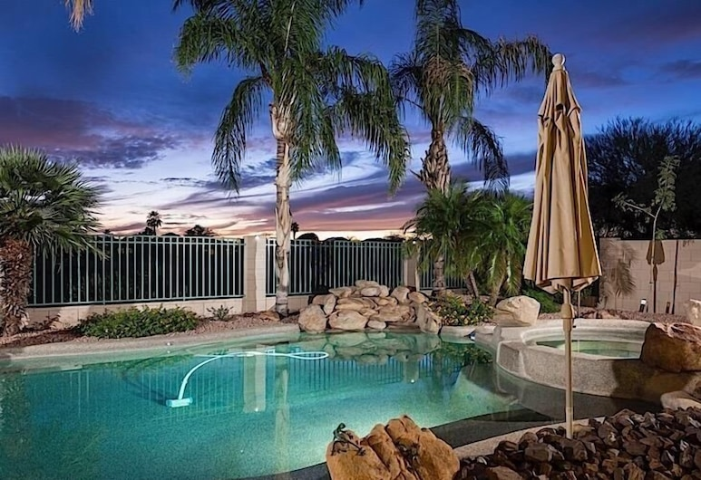 Hole in One By Signature Vacation Rentals, Goodyear, Basen